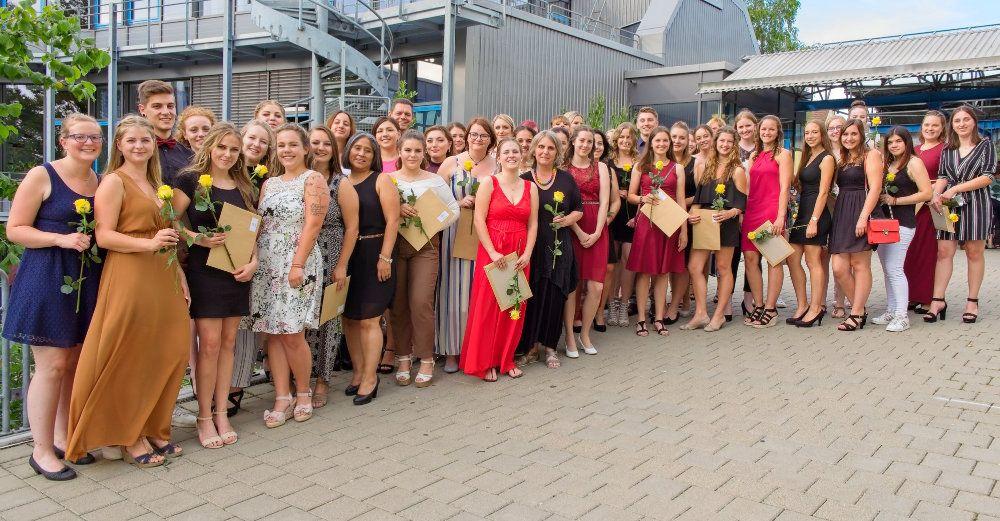 Die Absolventen und Absolventinnen der Sozialpädagogik (Foto: Hebsacker)
