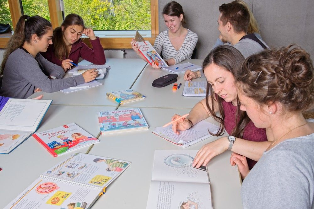 Erzieher/in – Vollzeit (2BKSP) - Arbeit am Bilderbuch