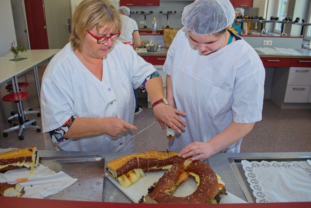 Fachpraktiker Hauswirtschaft/Fachpraktikerin Hauswirtschaft (FPH) - Küchenarbeit