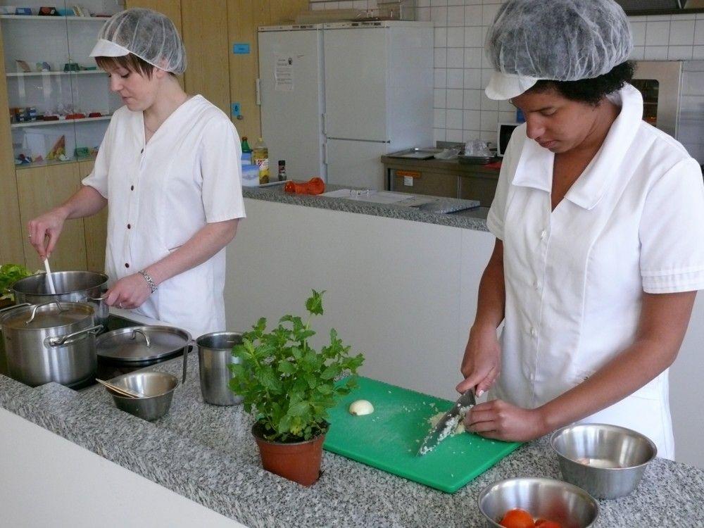 Hauswirtschafterin/Hauswirtschafter (HW) - kochen und würzen ...