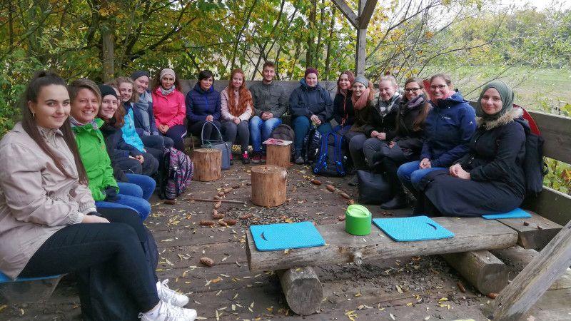 ErzieherInnen besuchen den Waldkindergarten